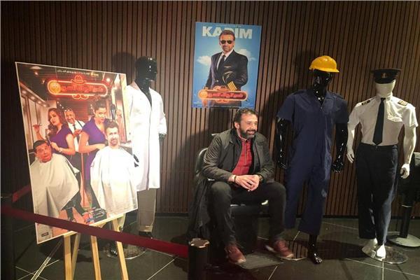 كريم عبد العزيز يحتفل في الكويت بعرض فيلم « نادي الرجال السري »