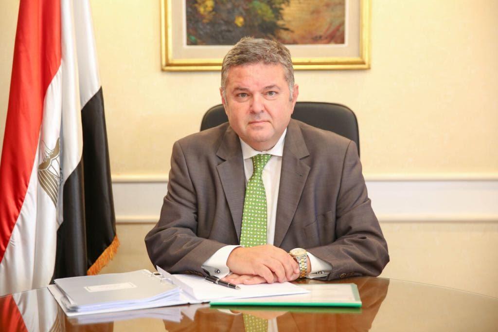 وزير قطاع الأعمال العام يتابع العمل بشركات القابضة للنقل والغزل والصناعات الكيماوية