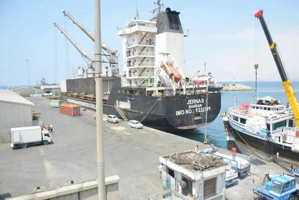 وفد سعودي يزور ميناء المكلا ويعد بتقديم الدعم المطلوب لتحسين أدائه