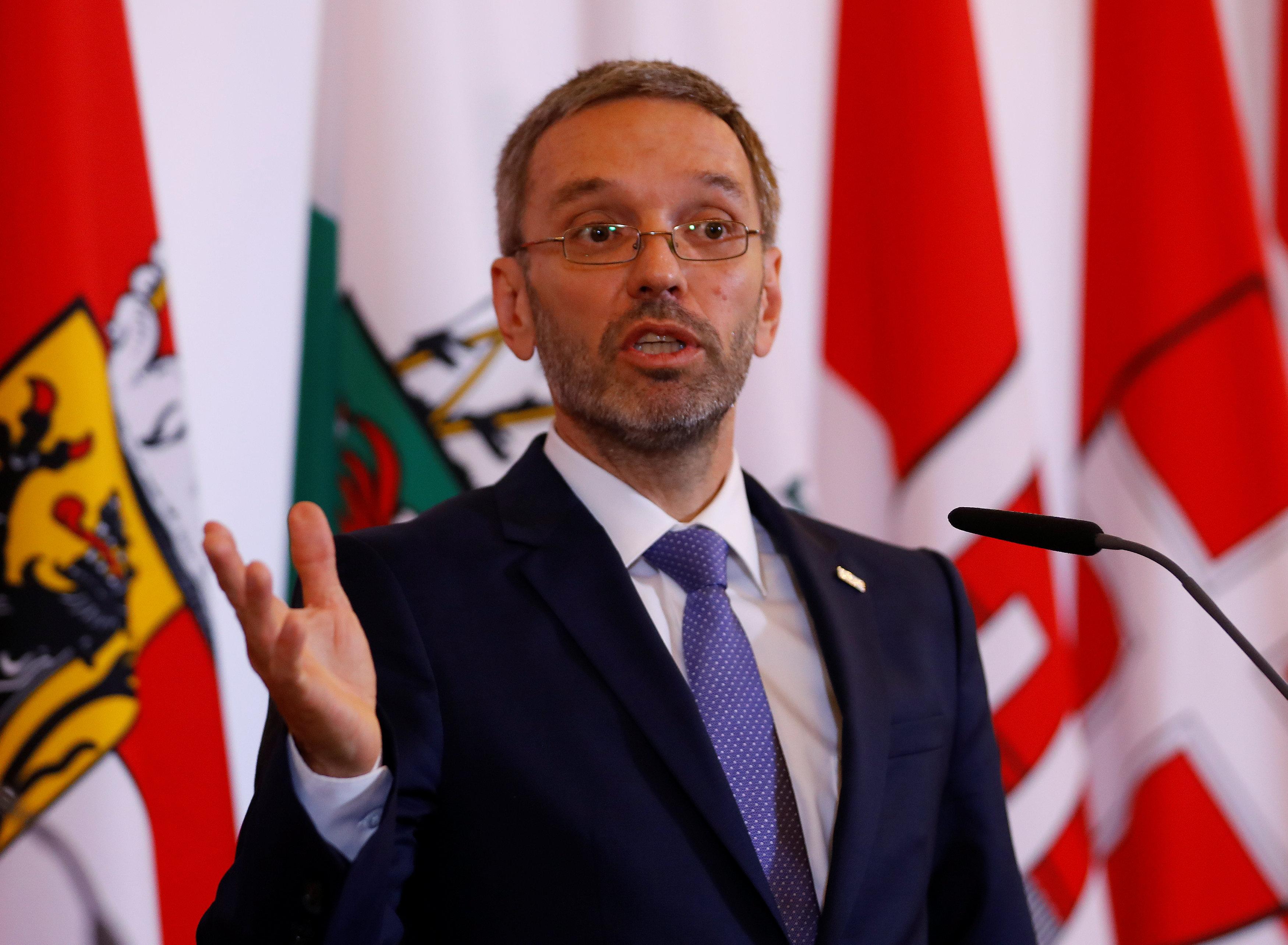 وزير داخلية النمسا يطالب بإصلاح قوانين اللجوء للقضاء على العنف