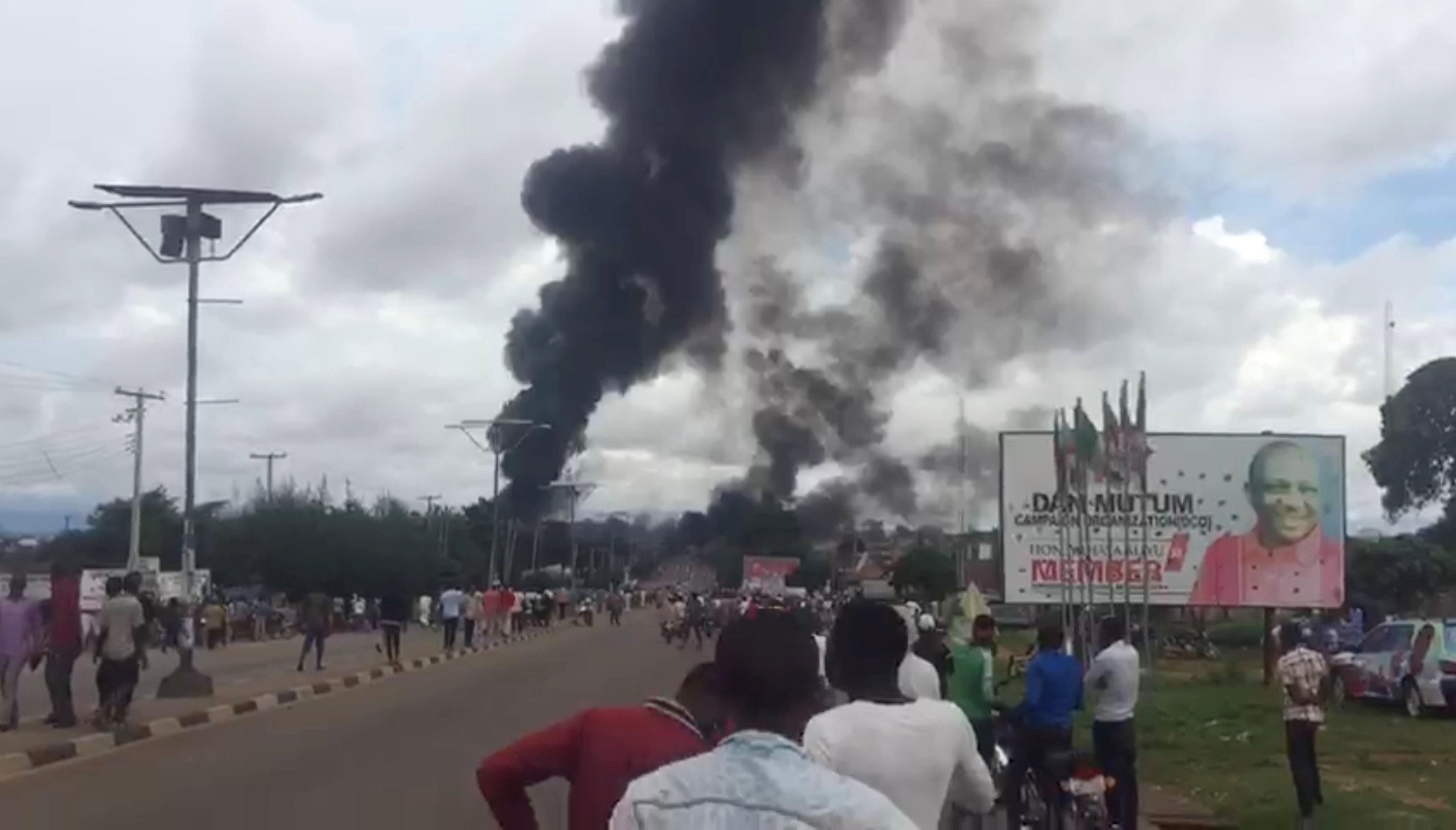 مصرع وإصابة 34 شخصا إثر انفجار ناقلة نفط في نيجيريا