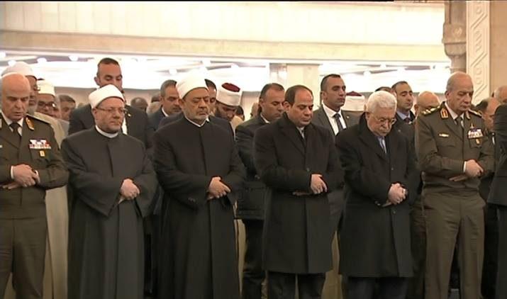 فيديو| الرئيس السيسي ونظيرة الفلسطيني يؤدي صلاة العشاء في مسجد الفتاح العليم