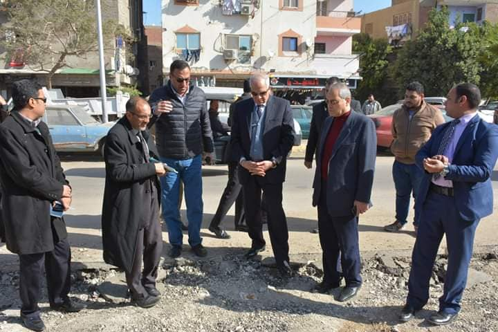 صور/ محافظ الجيزة يراقب أعمال الجمع السكنى للقمامة في بولاق الدكرور