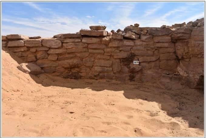 صور | الآثار تعلن الكشف عن 6 مقابر من عصر الدولة القديمة بقبة الهوا فى أسوان