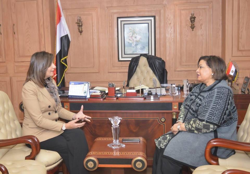 صور | وزيرة الهجرة تشكر الإعلامية الكويتية عائشة الرشيد لدعمها الكامل للدولة المصرية