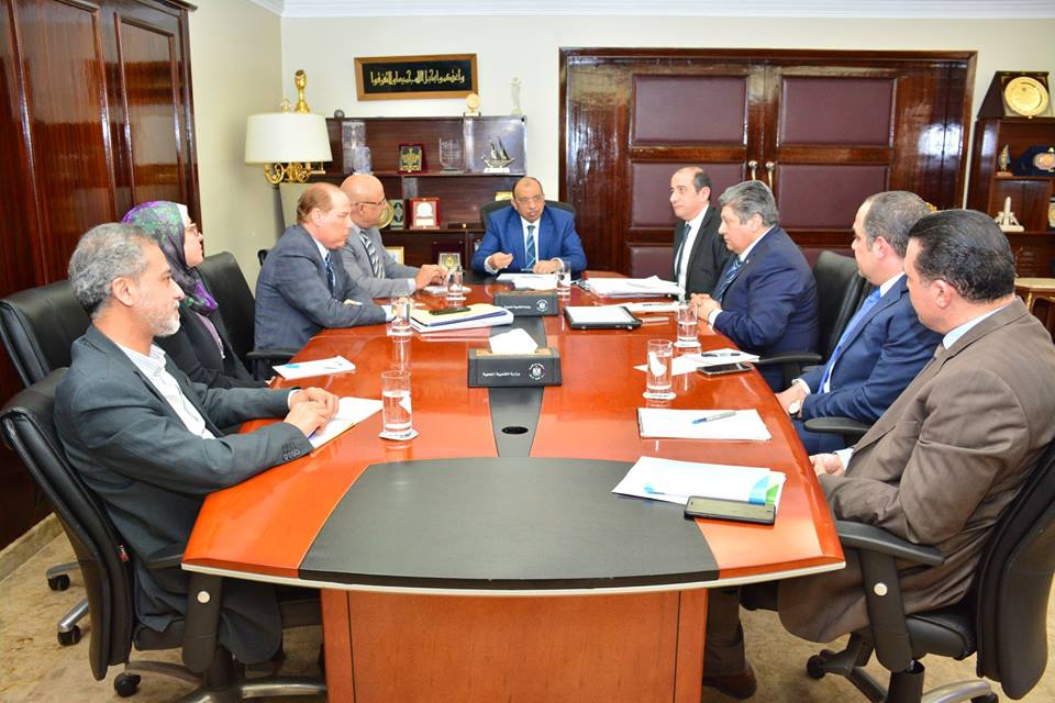 صور | وزير التنمية المحلية يعقد اجتماعا مع قيادات الوزارة لمتابعة ملفات مهمة