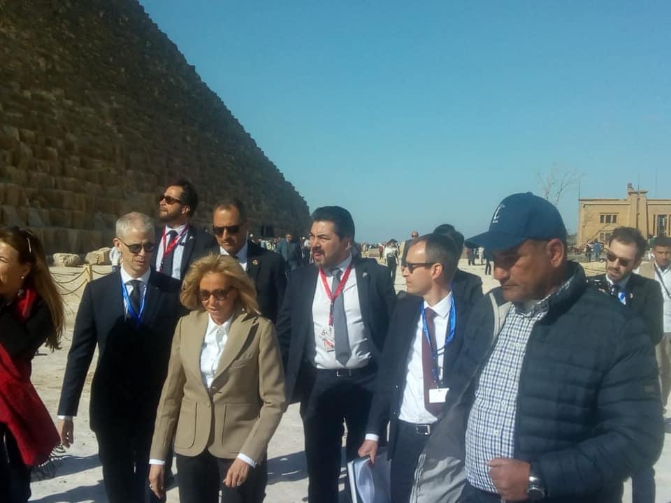 صور   قرينة الرئيس الفرنسي تزور منطقة الأهرامات