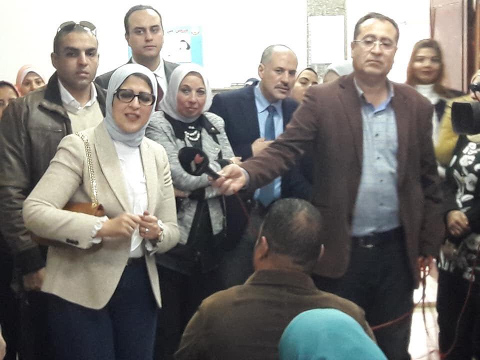 وزيرة الصحة تتفقد عمل «100 مليون صحة» بمركز الشهداء في الإسماعيلية