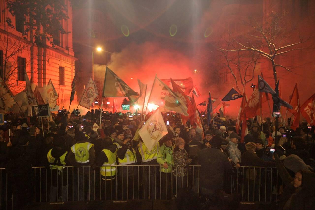 واشنطن بوست:احتجاجات المجر تحمل تحديات خطيرة تحيط بالحكومة