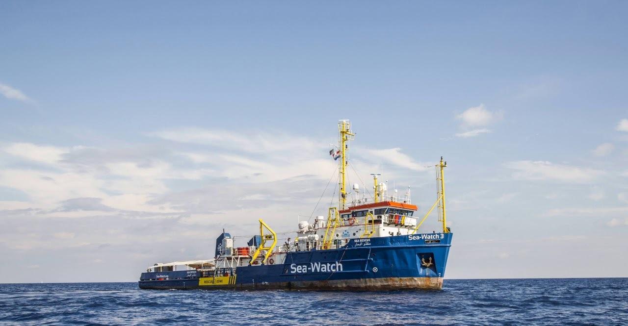 إيطاليا تستقبل سفينة تقل 47 مهاجرا في صقلية
