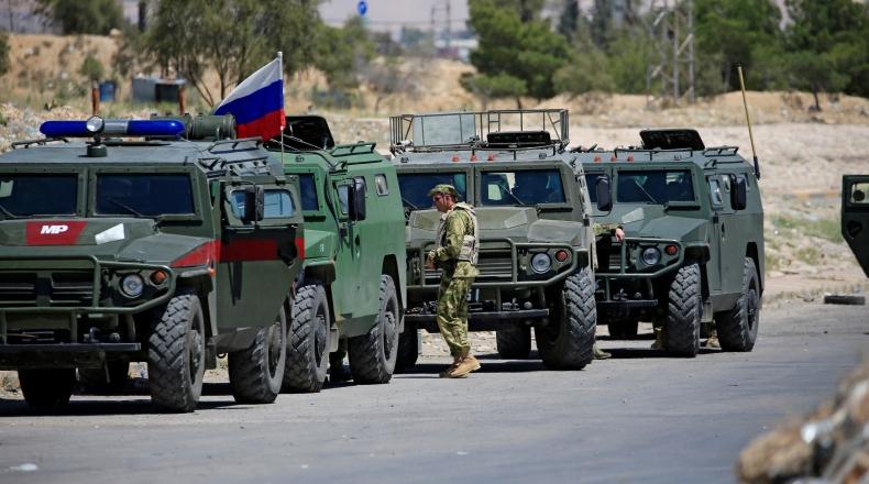 الشرطة العسكرية الروسية تسير دورية مشتركة مع القوات التركية في سوريا