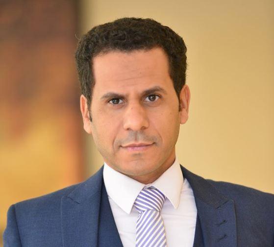 ابن أديب وابن الرئيس| بقلم محمود الضبع