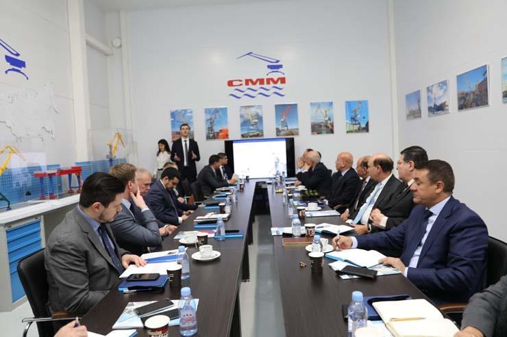 مميش يوقع اتفاقية بين الصادرات الروسي وأكبر مصنع للأوناش الثقيلة للعمل بشرق بورسعيد