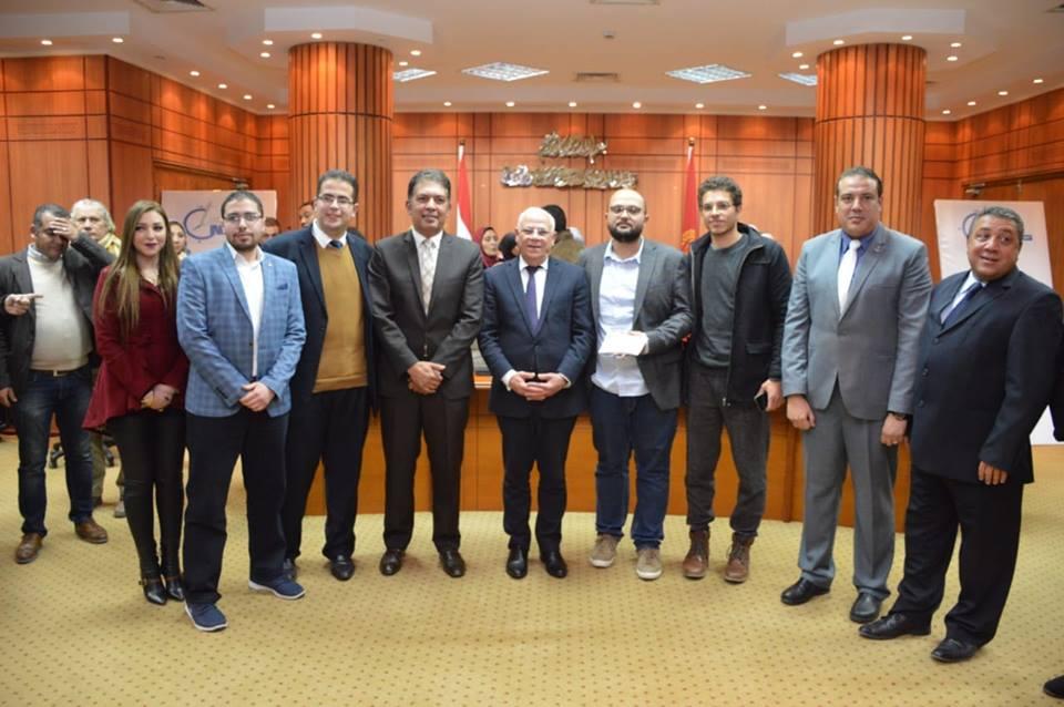 محافظ بورسعيد : مسابقة جديدة لتطوير سوق الخضراوات والملابس في القنال الداخلي