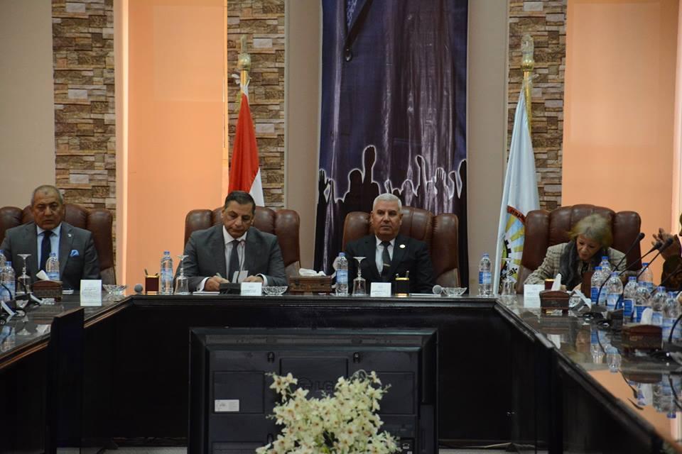 صور | محافظ مطروح يستعرض جهود التنمية أمام مستشارى رئيس الجمهورية