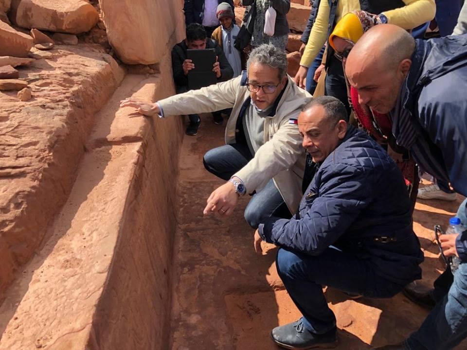 صور | وزير الآثار يصعد إلى معبد سرابيط الخادم في جنوب سيناء