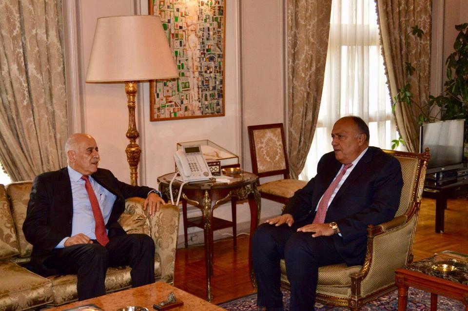 صور   وزير الخارجية يبحث مع أمين سر حركة فتح آخر التطورات على الساحة الفلسطينية
