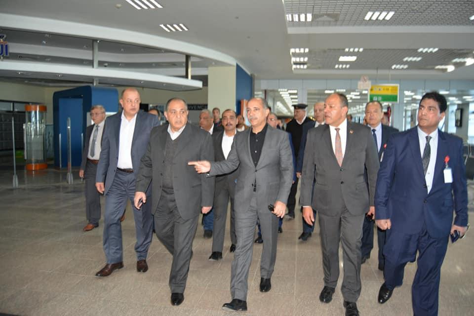 صور | الفريق المصري يتفقد مطار الغردقة ويتابع تطوير مبنى الركاب 2 تمهيدا لافتتاحه