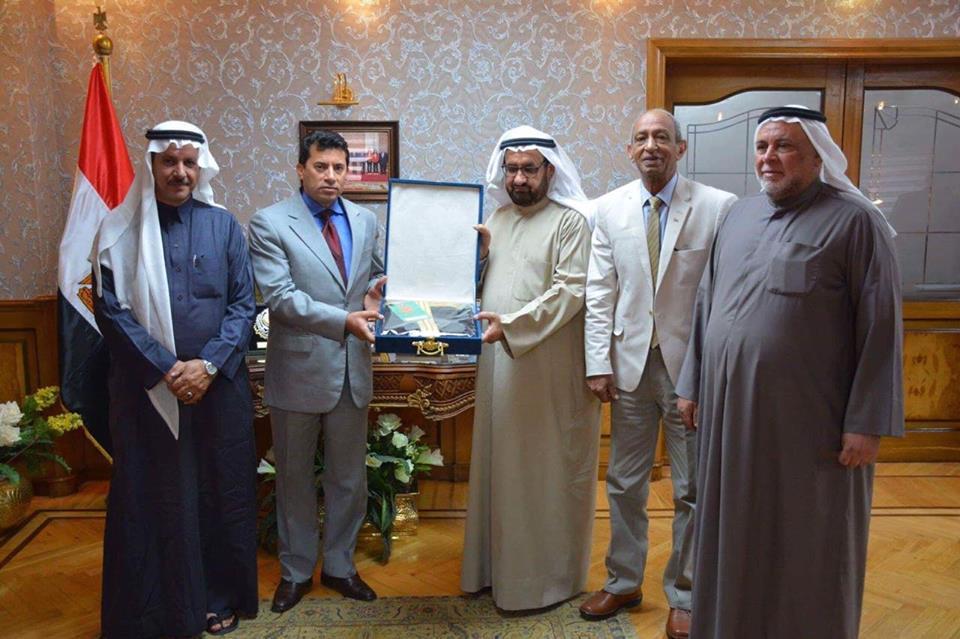 صور   وزير الشباب والرياضة يلتقي رئيس الاتحاد العربي للهجن