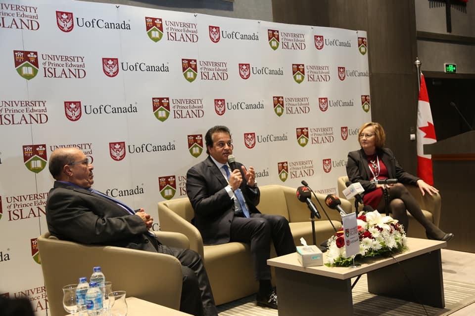 صور   وزير التعليم العالي في أول زيارة تفقدية لجامعة «كندا مصر» بعد بدء الدراسة