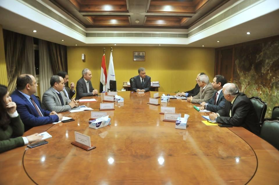 صور | وزير النقل يعقد اجتماعا موسعا لمتابعة معدلات التنفيذ للخط الثالث للمترو