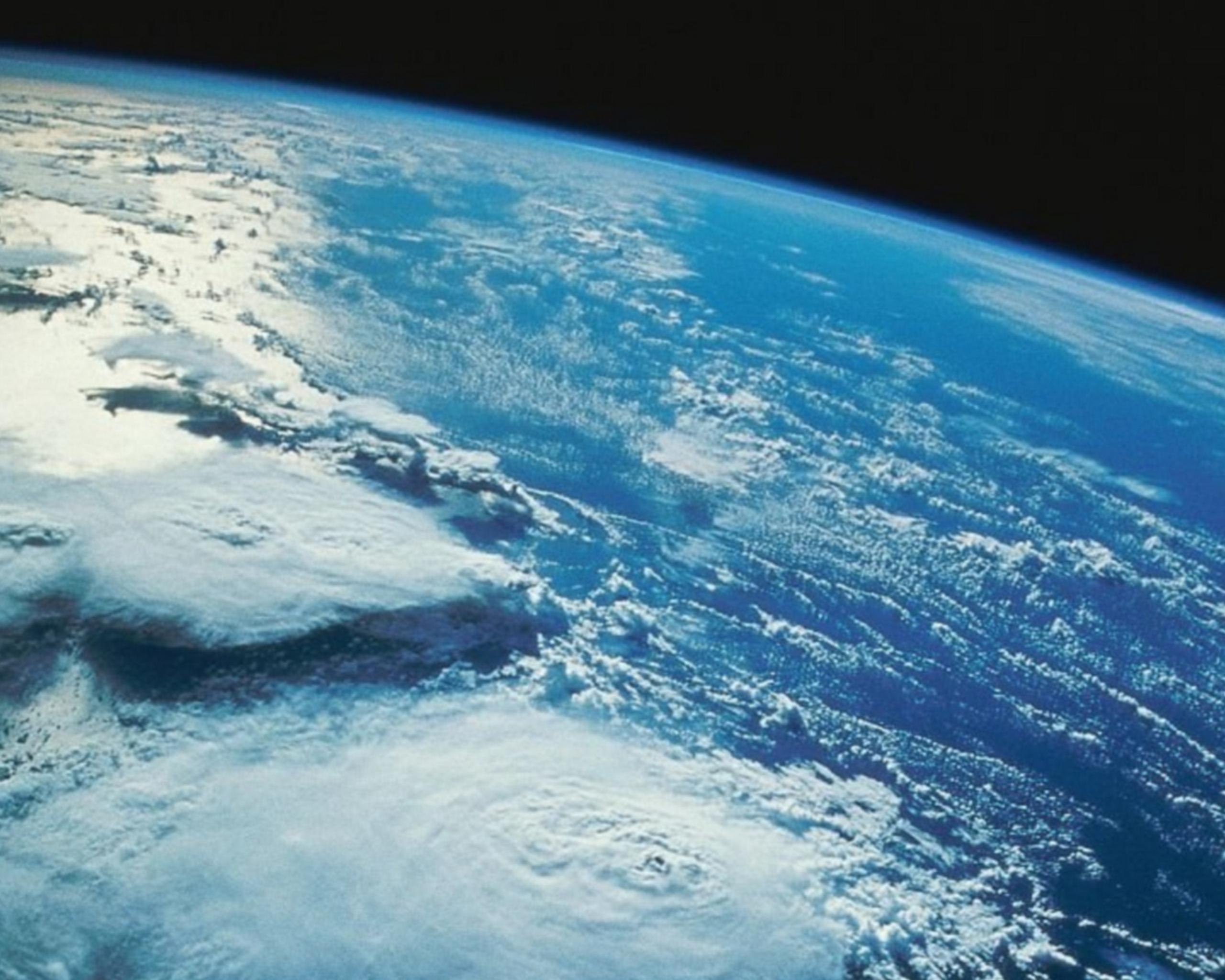 قمر صناعي روسي يكتشف ظواهر فيزيائية مجهولة في الغلاف الجوي للأرض