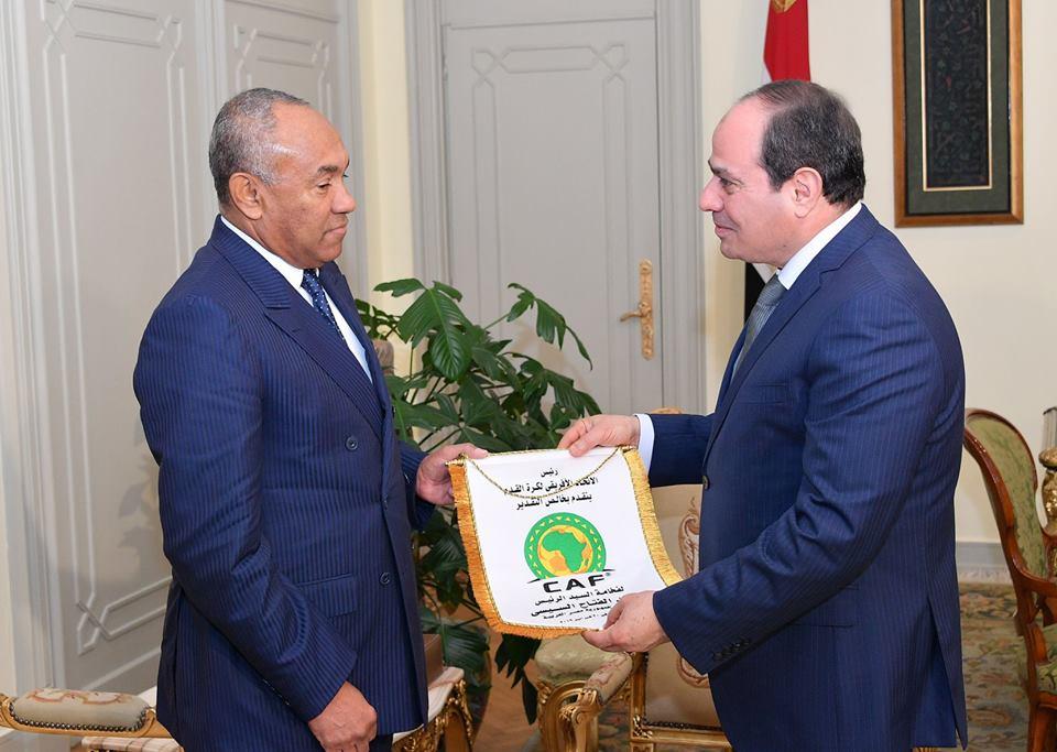 نشاط الرئيس السيسي والشأن المحلي يتصدران اهتمامات الصحف