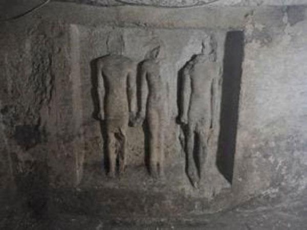 صور   الداخلية تعلن الكشف عن «مقبرة أثرية» بالقرب من منطقة الأهرامات