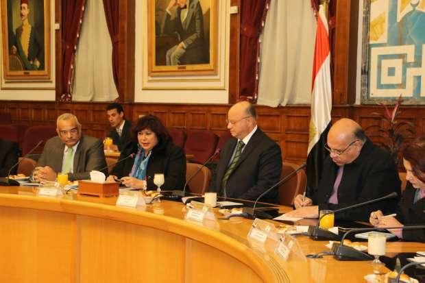 محافظ القاهرة يبحث مع وزيرة الثقاقة تطوير شارع الأزهر وإنشاء متحف لنجيب محفوظ