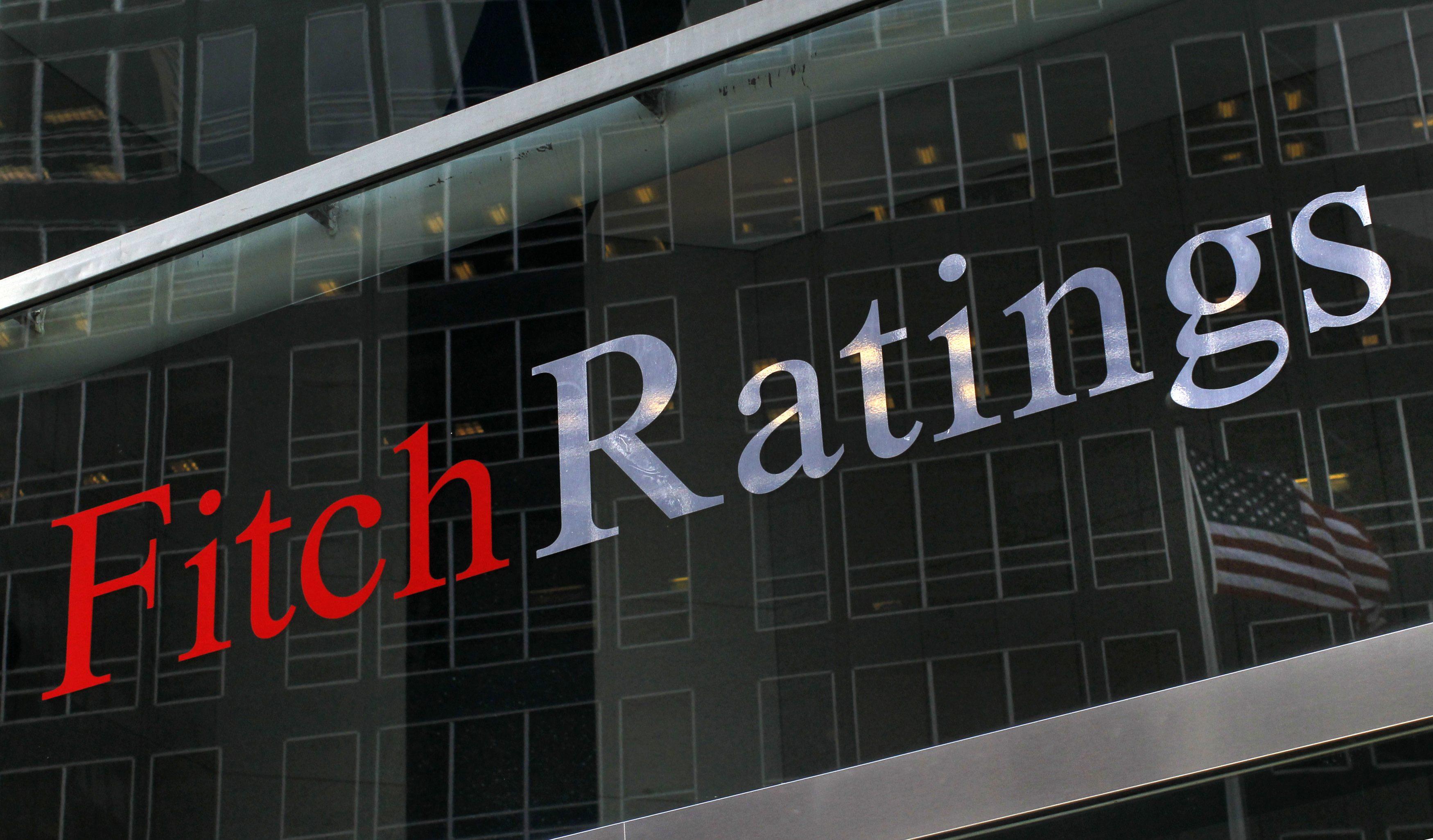 فيتش تخفض تصنيف 16 بنكا بالأسواق الناشئة في أوروبا وأفريقيا والشرق الأوسط