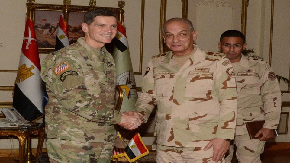 وزير الدفاع ورئيس الأركان يلتقيان قائد القيادة المركزية الأمريكية