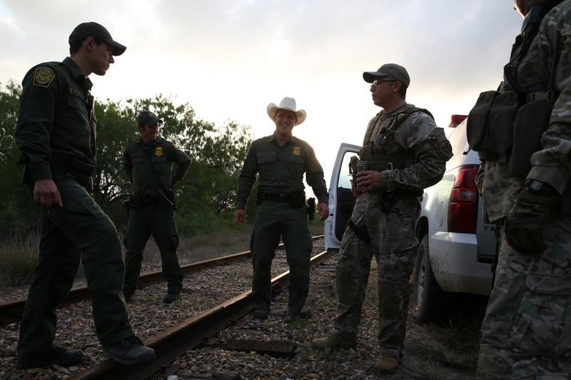 حاكمة نيو ميكسيكو الأمريكية تسحب معظم قوات الحرس الوطني على الحدود مع المكسيك