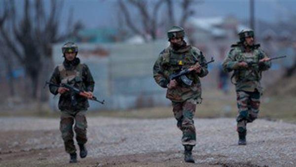 مقتل جندي وإصابة آخر في اشتباكات بين القوات الهندية ومسلحين بإقليم كشمير