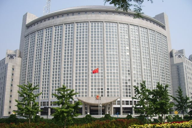 الصين تلغي بطاقات 3 صحفيين بوول ستريت جورنال بسبب مقال حول كورونا
