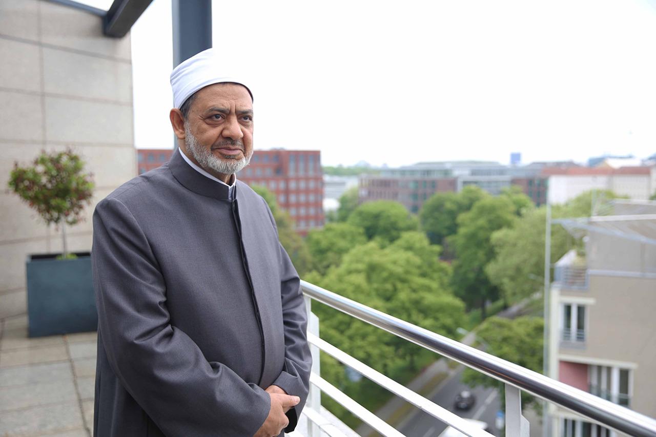 """الإمام """" الطيب """".. شيخ الأزهر ذو الشهرة العالمية"""