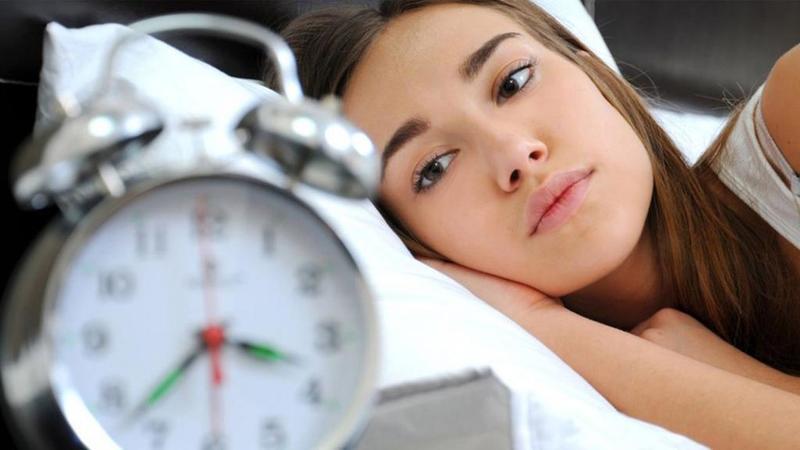 دراسة: توقف التنفس أثناء النوم مرتبط بزيادة مخاطر كسور العمود الفقري لدى السيدات