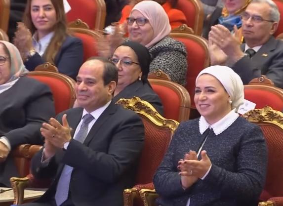 فيديو | الرئيس السيسي يوجه التحية للسيدة المصرية لنشرها السلام والمحبة بين الناس