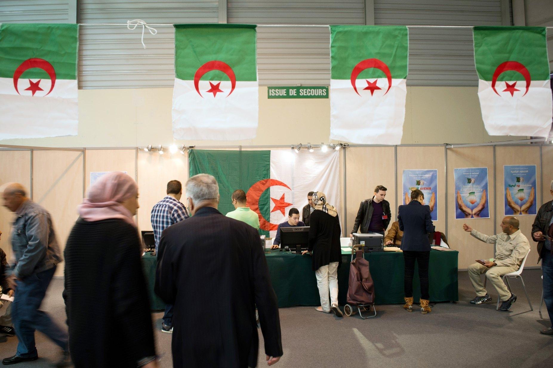 20 مرشحا للانتخابات الرئاسية الجزائرية قدموا أوراقهم للمجلس الدستورى