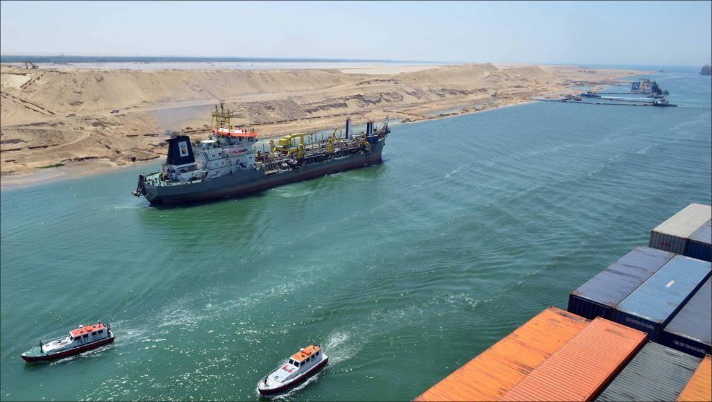 قناة السويس تسجل رقمًا قياسيًا بعبور 68 سفينة بحمولات 5.3 مليون طن