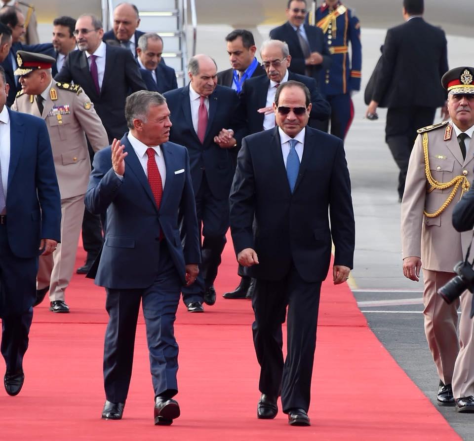 صور | الرئيس السيسي يستقبل عاهل الأردن بمطار القاهرة الدولي
