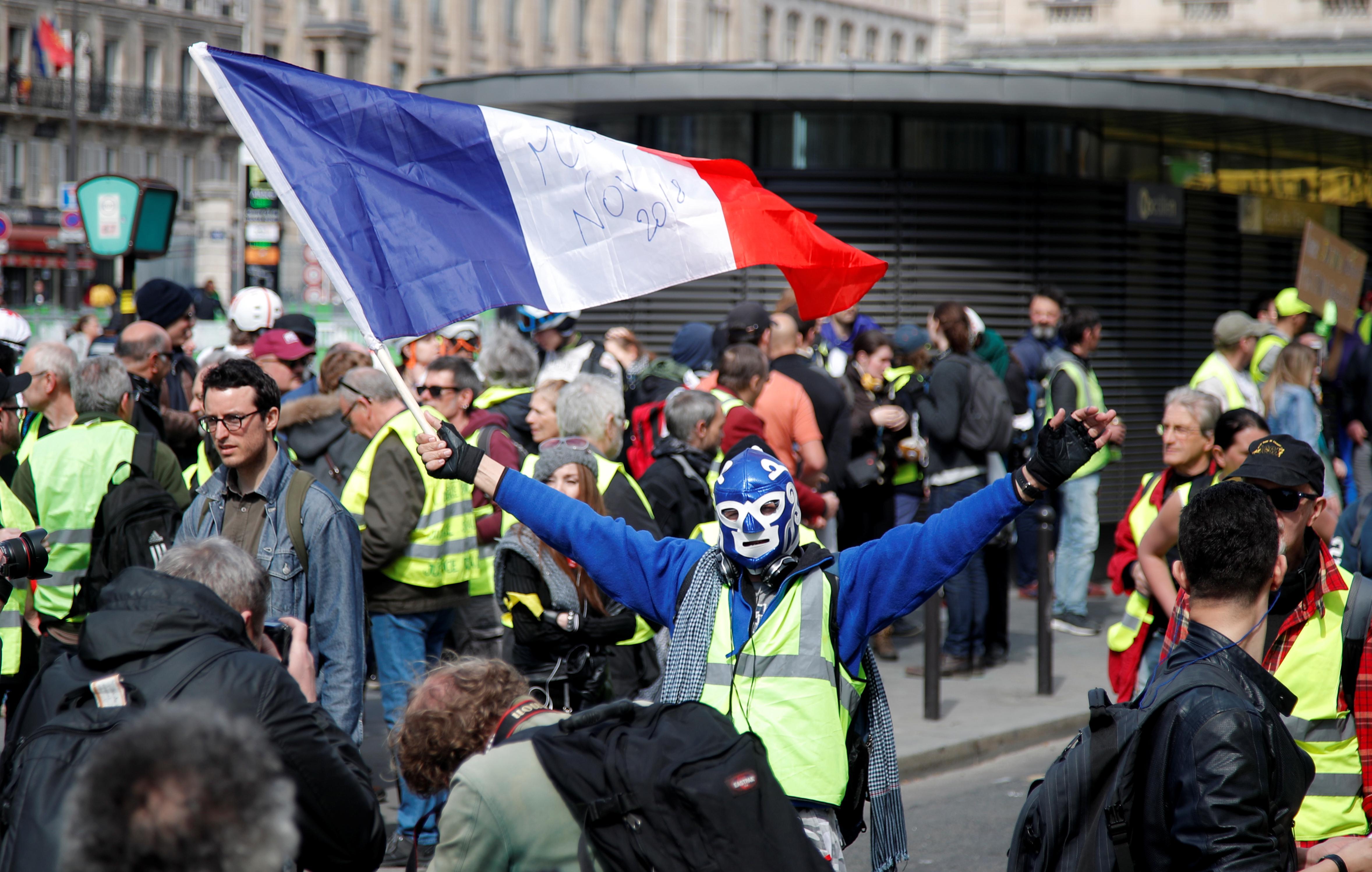 الداخلية الفرنسية: 34 ألف شخص تظاهروا احتجاجا على مشروع قانون الأمن الشامل