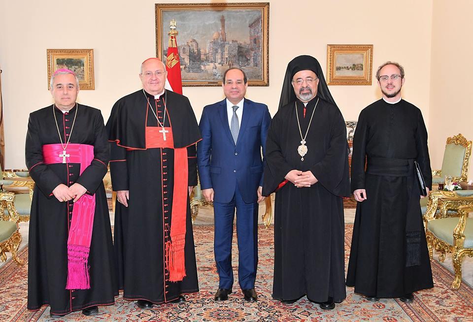 صور | تفاصيل استقبال الرئيس السيسي الممثل الخاص لبابا الفاتيكان