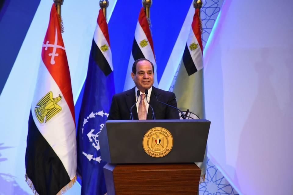 الرئيس السيسي يستعرض عددا من المشروعات في مختلف القطاعات