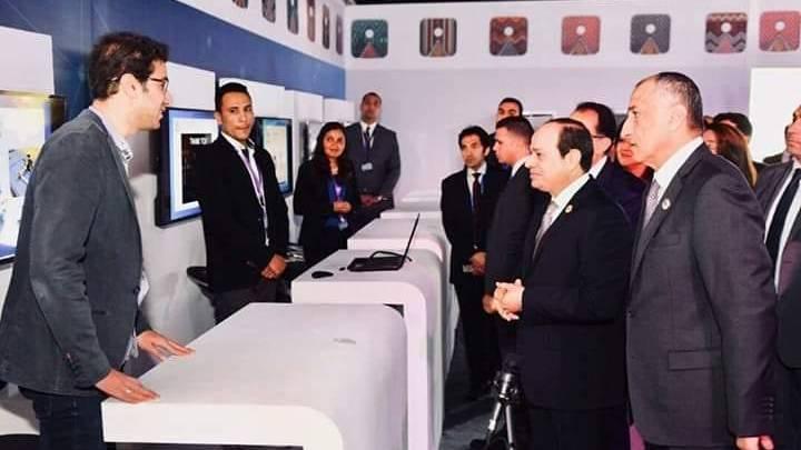الرئيس السيسي يتفقد الجناح الاقتصادي على هامش ملتقي الشباب باسوان