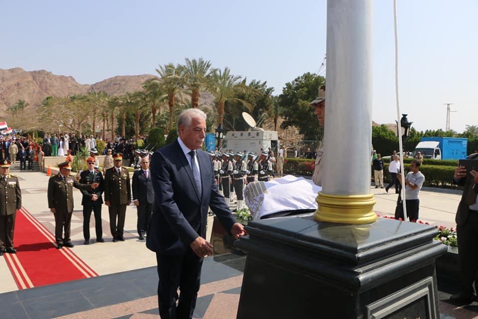صور   ايقاد شعلة النصر ورفع العلم المصري بالذكرى الثلاثين لاسترداد طابا بجنوب سيناء