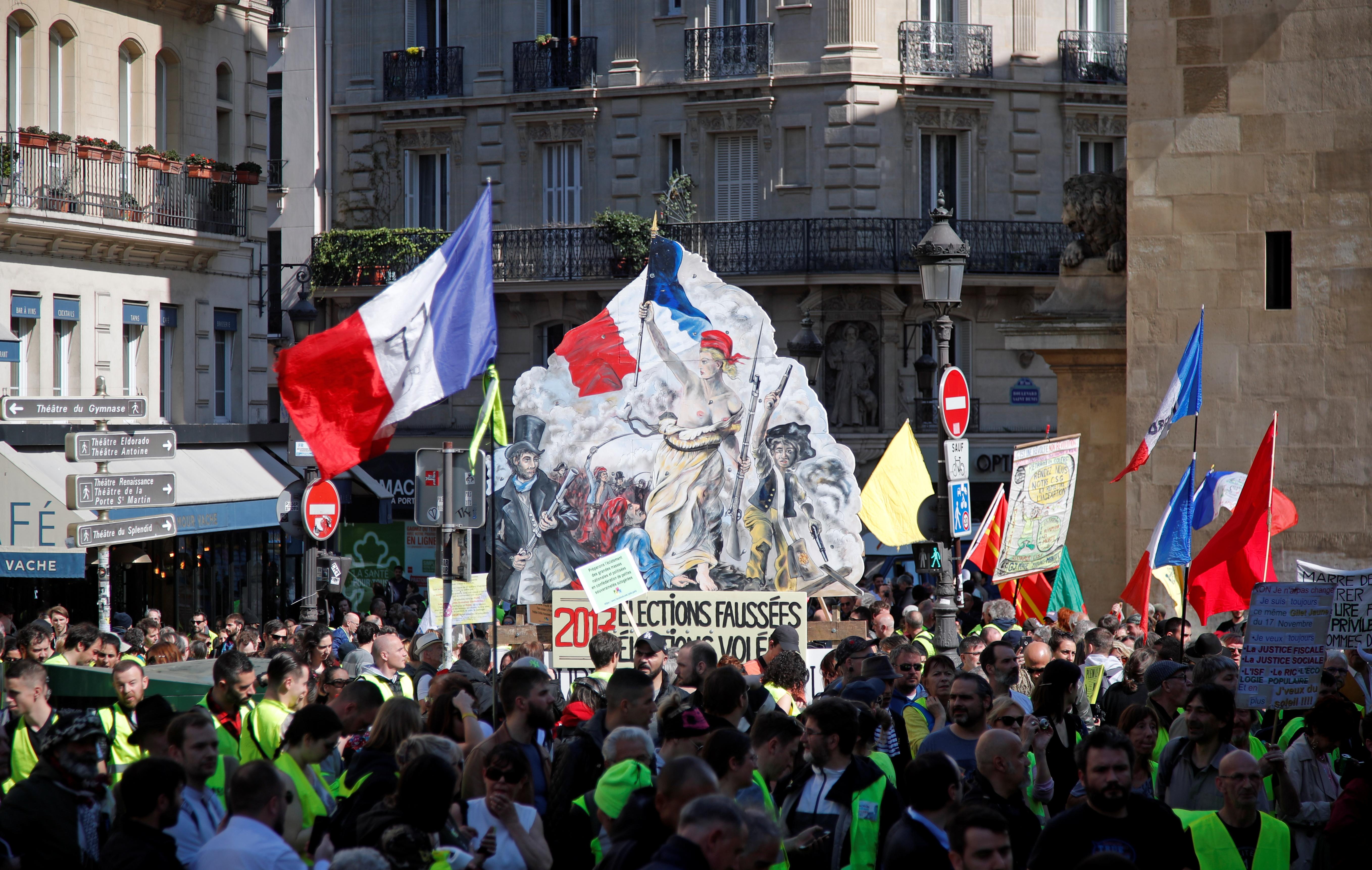 السترات الصفراء تدعو للتظاهر في مدينتي ليون ونانت بدلا من باريس