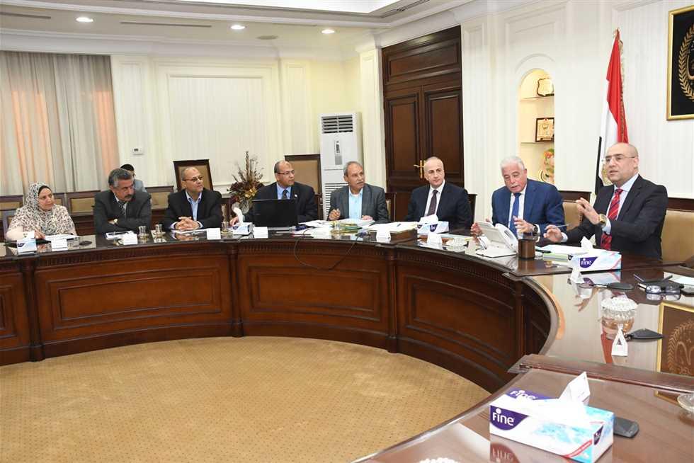 وزير الإسكان ومحافظ جنوب سيناء يتابعان مشروعات المياه وتطوير المناطق غير الآمنة
