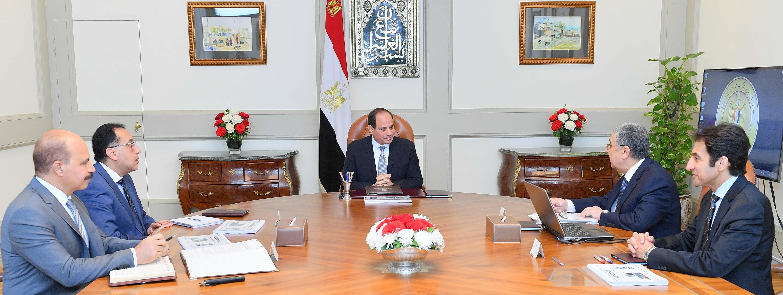 الرئيس السيسي يعقد اجتماعاً مع رئيس الوزراء ووزير الكهرباء والطاقة المتجددة