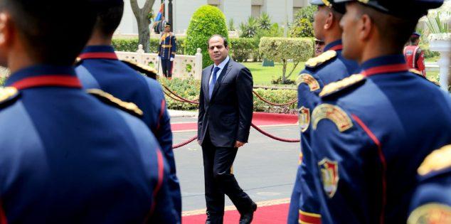 الرئيس السيسي يتفقد قاعدة محمد نجيب العسكرية