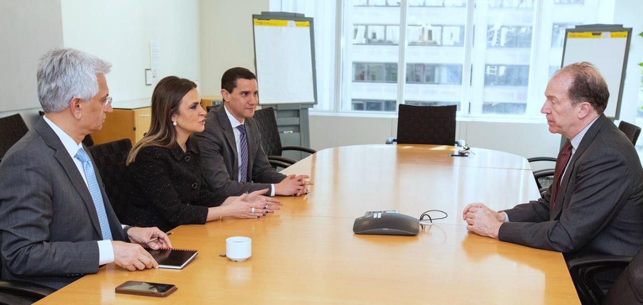 سحر نصر تبحث مع المرشح لرئاسة البنك الدولى دعم المشروعات القومية الكبرى فى مصر